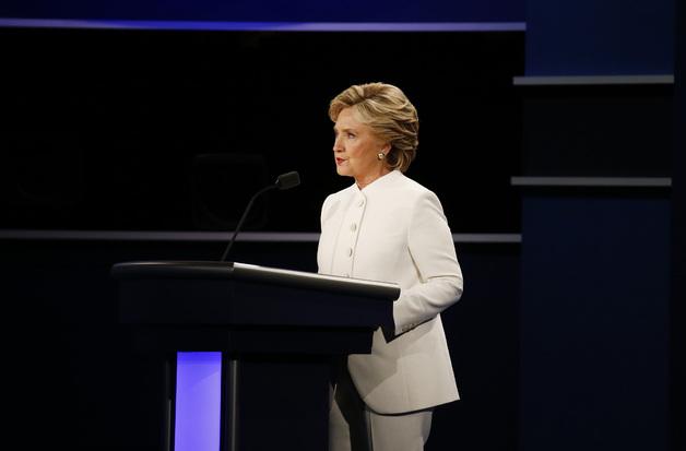 [Trực tiếp] Tranh luận trực tiếp: Bà Clinton chỉ trích Donald Trump có thể khiến nợ quốc gia tăng thêm 20.000 tỷ USD - Ảnh 1.
