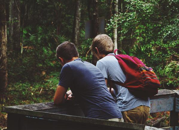 Tình bạn khiến chúng ta cảm thấy hạnh phúc viên mãn hơn, được chia sẻ những điều chúng ta đang mắc kẹt trong mối quan hệ gia đình và người thân.