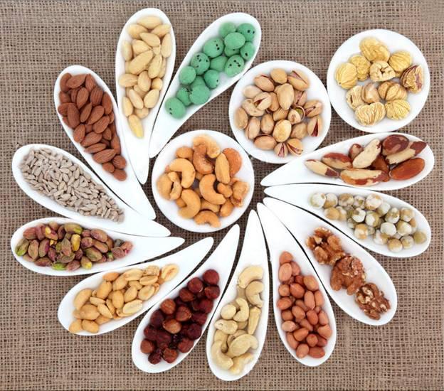 Các loại hạt khô chứa rất nhiều dầu hay chất béo bão hoà.