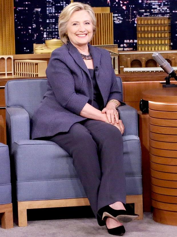 Theo chuyên gia hình ảnh Levick, trang phục là cách thể hiện khí chất và giúp nữ chính trị gia giữ hình tượng.