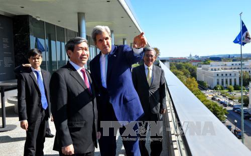 Đồng chí Đinh Thế Huynh gặp, hội đàm với Ngoại trưởng Hoa Kỳ John Kerry ngày 25/20, tại thủ đô Washington DC. Ảnh: Thanh Tuấn (P/v TTXVN tại Hoa Kỳ)