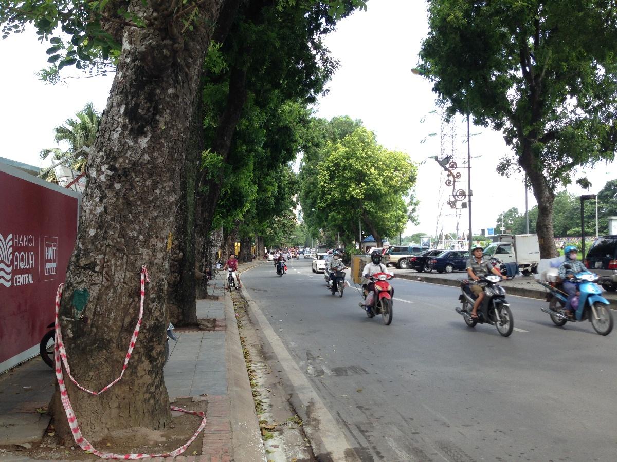 Đường Yên Phụ đoạn đi qua dự án.