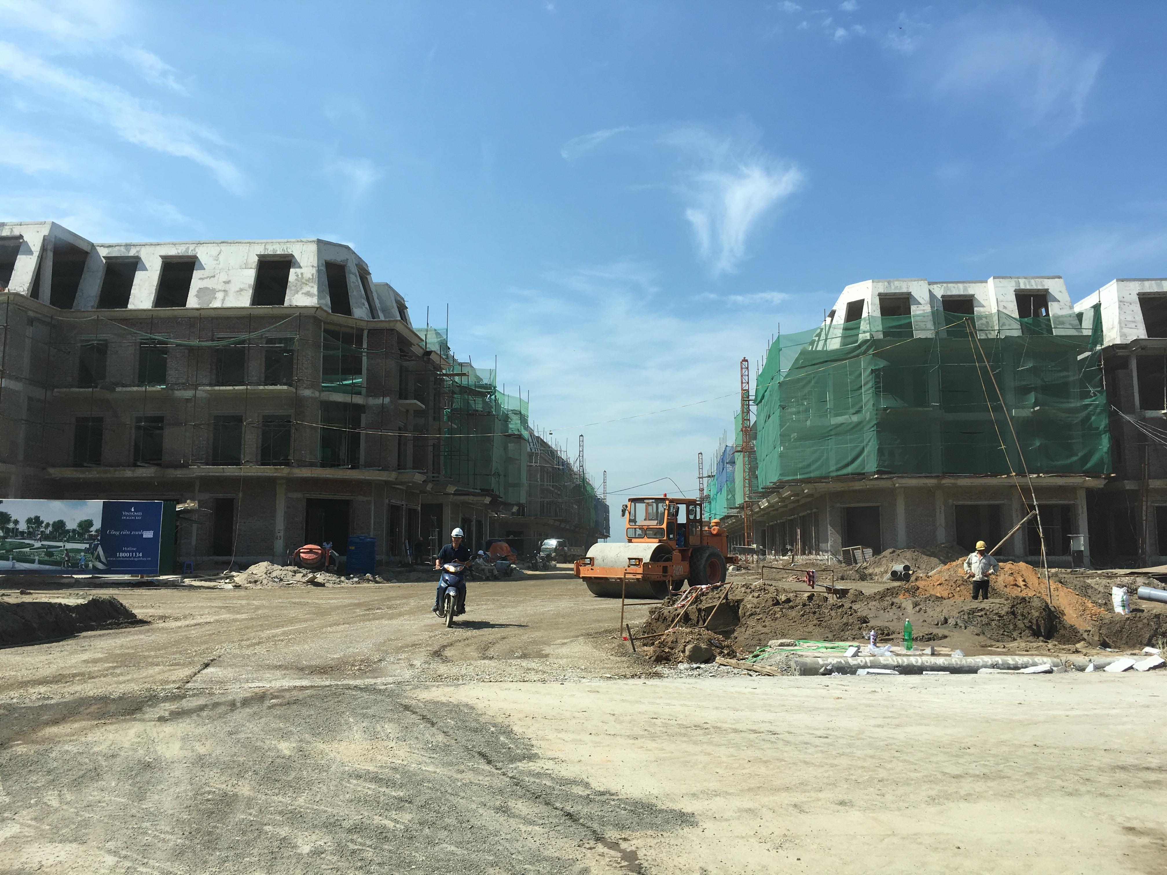 Shophouse Vinhomes Dragon Bay đang xây dựng