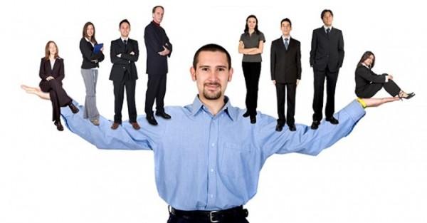 Người lãnh đạo thành công sẵn sàng giúp đỡ công sự để đạt được mục tiêu chung.