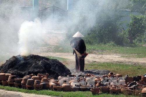 Ô nhiễm môi trường ở các làng nghề ngày càng nghiêm trọng. Ảnh: Công Thử/TTXVN