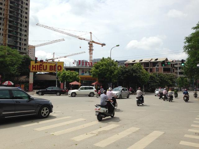 Đường Nguyễn Tuân nằm cạnh dự án khá rộng rãi.