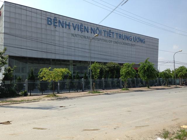 Bệnh viện nội tiết trung ương hiện đại ngay cạnh khu chung cư.
