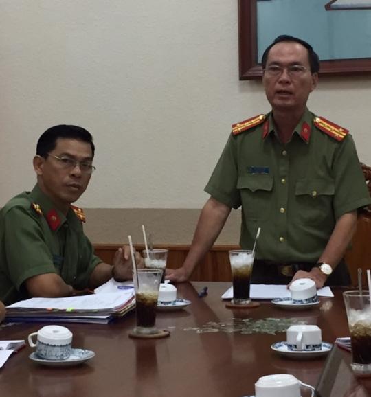 Đại tá Bùi Trọng Thế thông tin vụ việc. Ảnh: Ca Linh