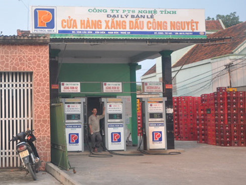 Một cửa hàng xăng dầu xâm phạm nhãn hiệu Petrolimex cũ.(Ảnh: Báo Công Thương)