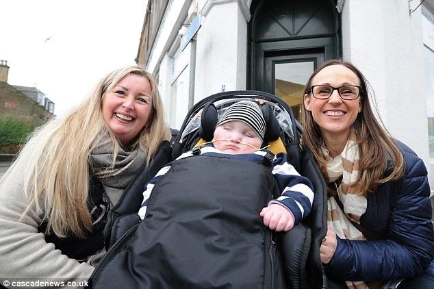 Gillian (trái), bé Blake (giữa) và Jenny (phải).