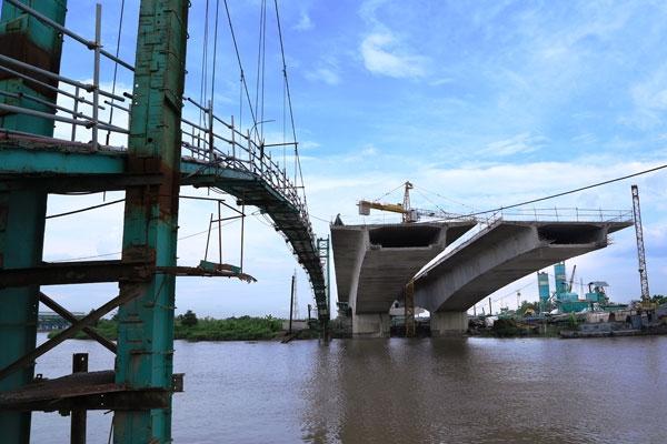 Cầu Đồng Khê đang gấp rút hoàn thành.