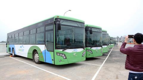 Mức đầu tư tuyến xe buýt nhanh của Hà Nội quá đắt đỏ, đắt hơn đường cao tốc nhưng hiệu quả thực tế không cao, thua kém nhiều so với các nước. Ảnh: TTO
