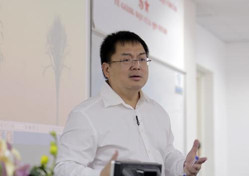 Theo ông Hoàng Nam Tiến, Chủ tịch FPT Software, các startup phải tự lớn trên đôi chân của chính mình thay vì trông chờ vào người khác.