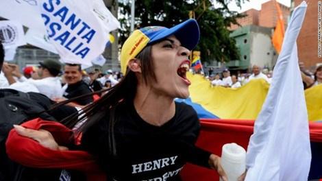 Venezuela: 1 triệu người biểu tình đòi phế truất tổng thống - Ảnh 1.