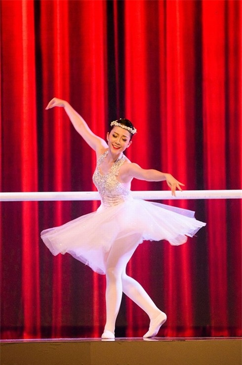 Linh Nga trở thành nghệ sĩ múa nổi tiếng sau hơn 10 năm miệt mài khổ luyện tại Trung Quốc.