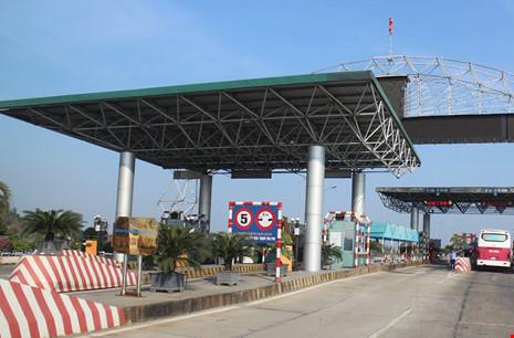 Trạm thu phí đầu cầu Bến Thủy 2 (Nghệ An). Ảnh: NGUYỄN LÂN