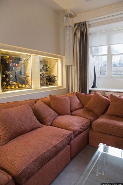Bộ bàn ghế sofa quá khổ chiến quá nhiều diện tích trong không gian phòng khách.