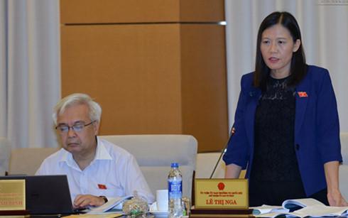Chủ nhiệm Ủy ban Tư pháp Lê Thị Nga phát biểu tại phiên họp (Ảnh: quochoi.vn)