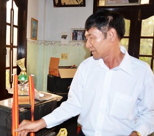 Cha Bí thư Huyện ủy từng là phóng viên đài phát thanh huyện.