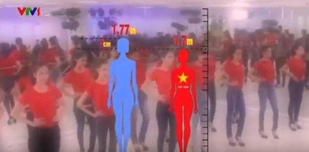 Chiều cao thấp cũng ảnh hưởng đến kết quả trong các cuộc thi hoa hậu khi ra đấu trường quốc tế. Ảnh cắt từ clip.