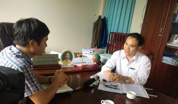 Ông Cao Xuân Phu - Trưởng Phòng Nội vụ huyện Krông Năng trả lời báo chí