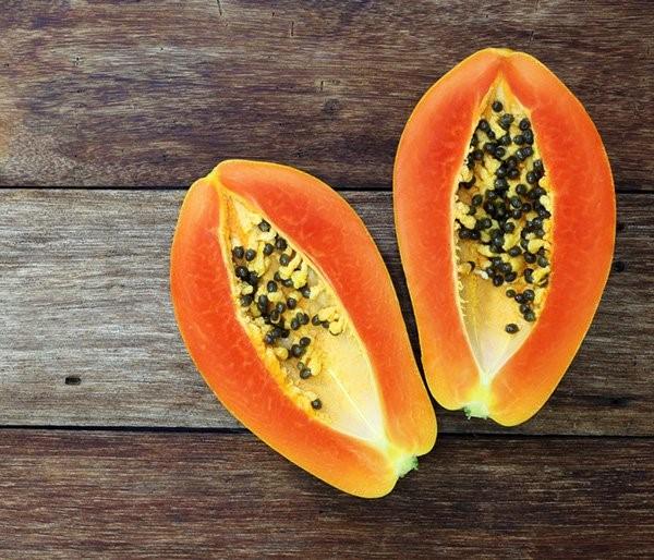 Đu đủ chứa nhiều vitamin C, vitamin A, chất xơ. Ảnh: ShutterStock.