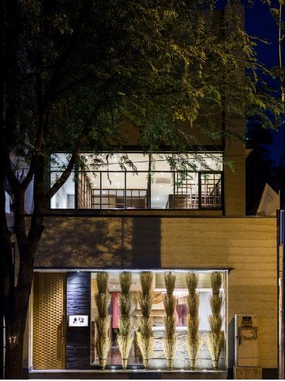 photo 1 1478510893954 Ngắm nhìn cận cảnh nhà hàng có nội thất gỗ độc đáo ở TP. HCM