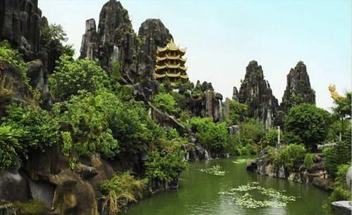 Ngũ Hành Sơn là một trong những danh thắng nổi tiếng của Đà Nẵng. Ảnh T.VINH