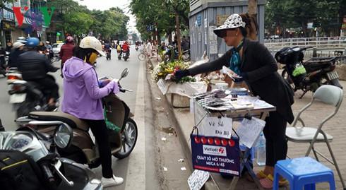 1 điểm bán vé số Mega 6/45 trên đường Kim Ngưu, Hà Nội.