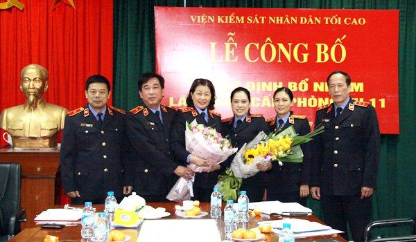 Phó Viện trưởng VKSNDTC trao quyết định bổ nhiệm chức vụ Phó trưởng phòng Vụ 11 VKSNDTC (Ảnh VKSNDTC)