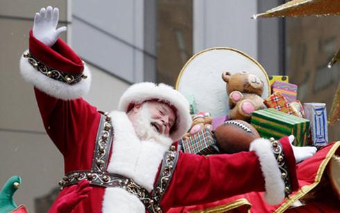 Với các bậc phụ huynh, khoảnh khắc con mình tươi cười ngồi trong lòng ông già Noel là vô giá