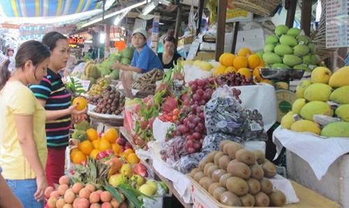 Nhiều mặt hàng đã bắt đầu tăng giá khiến người tiêu dùng lo lắng.