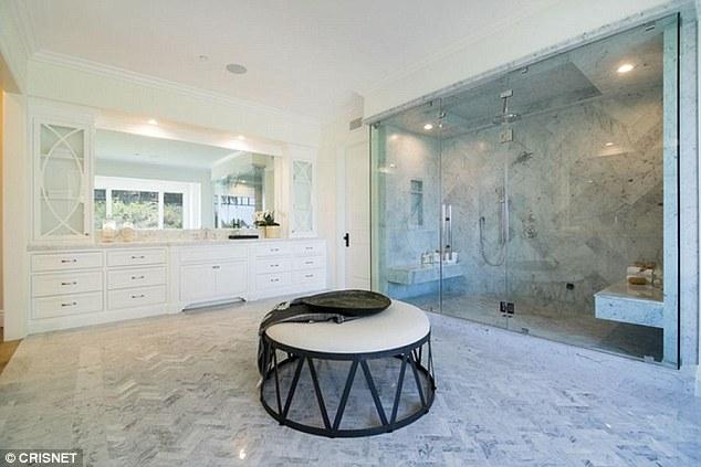 Phòng tắm chính.