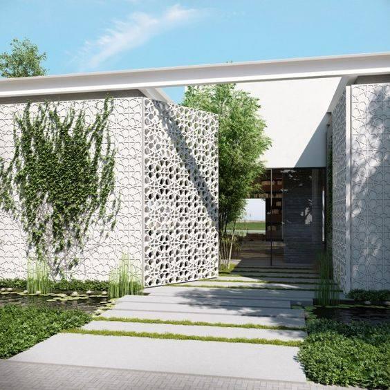 Ngôi nhà với mặt tiền được biến tấu vô cùng sinh động và khác lạ nhờ bức tường gạch thông gió.