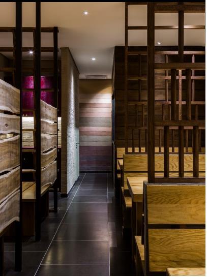 photo 10 1478510894669 Ngắm nhìn cận cảnh nhà hàng có nội thất gỗ độc đáo ở TP. HCM