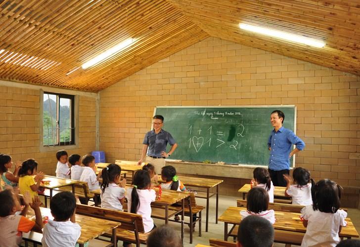 2 năm kể từ khi giáo sư Ngô Bảo Châu từng lặn lội đường xa lên đây dạy, giờ đây ngôi trường cũ đã thực sự đổi thay.