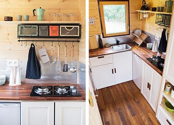 Phía đối diện là khu vực nấu ăn. Góc nhỏ này được chủ nhà sắp xếp vô cùng gọn gàng và ngăn nắp.