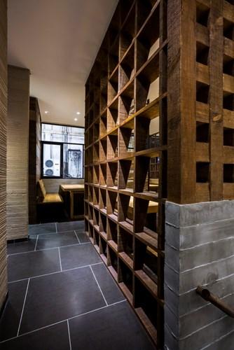 photo 12 1478510894638 Ngắm nhìn cận cảnh nhà hàng có nội thất gỗ độc đáo ở TP. HCM