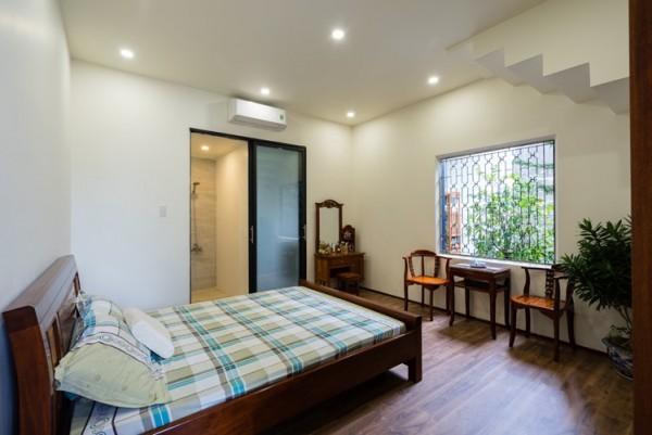 Toàn bộ khu nhà mới phía sau được chủ nhà dành để bố trí các phòng ngủ cho các thành viên trong gia đình.