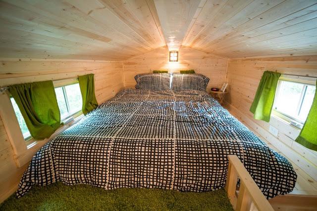 Phòng ngủ lớn được đặt trên gác xép.