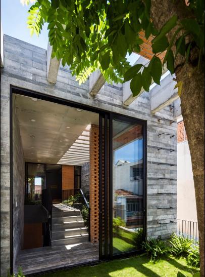 Không gian xanh mát giúp cho chủ nhà luôn được tận hưởng một môi trường sống trong lành giữa phố thị.