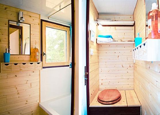 Sâu phía bên trong là khu vực nhà tắm. Không gian này tuy nhỏ bé nhưng thoáng sáng và sạch sẽ.