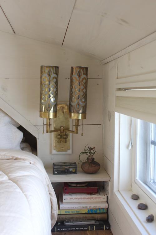 Việc tận dụng từ chút không gian là cách khiến chủ nhân ngôi nhà có thể sống thoải mái dù không gian nhỏ bé.