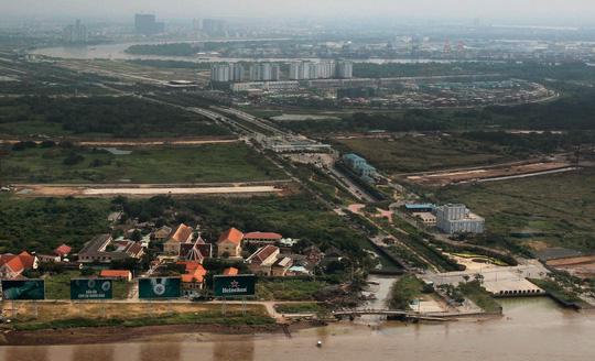 Cận cảnh Phố Đông Sài Gòn sáng 2-9 - Ảnh 2.