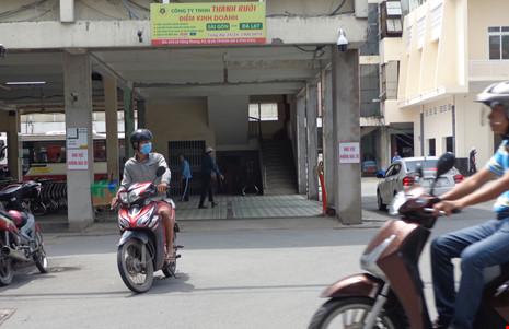Điểm kinh doanh của hãng xe Thành Bưởi thuê của Công ty CP Giày Sài Gòn hướng ra đường Vĩnh Viễn, phường 2, quận 10.