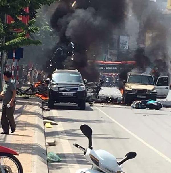 Hiện trường vụ nổ xe ô tô ở Cẩm Phả. Ảnh: Nguyễn Minh Hợp/Otofun.