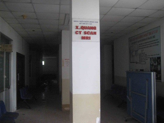 Do bị bỏ hoang nên trang thiết bị chữa bệnh của bệnh viện này hư hỏng nặng. Ảnh: CÔNG TUẤN