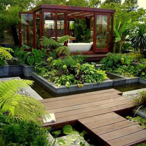 Bạn sẽ được tận hưởng cảm giác thư giãn hoàn toàn với nhà tắm bố trí giữa vườn, tràn ngập cây xanh xung quanh như thế này.