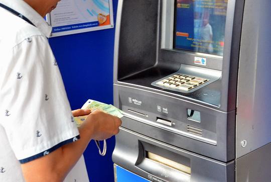 Các ngân hàng đang triển khai nhiều giải pháp phòng chống nghẽn ATM dịp Tết
