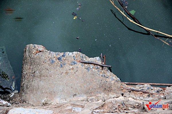 Cống xả lớn tại số 151 Nhật Chiêu, Nhật Tân với dòng nước thải có màu xanh lam liên tục được xả ra Hồ Tây